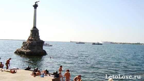 Пляж у Памятника в Севастополе